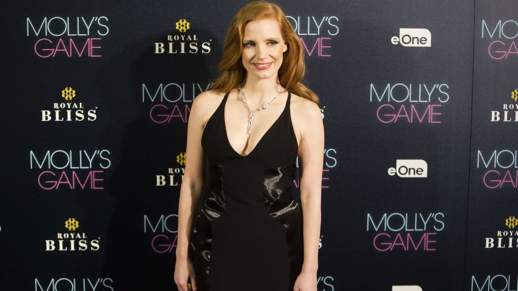 Read more on how @jes_chastain prepared for her role as Molly Bloom, and where she looked to for examples of powerful women in a society where men make all the rules. Catch her in #MollysGame - Now Playing! https://t.co/MQ46v8FBVw