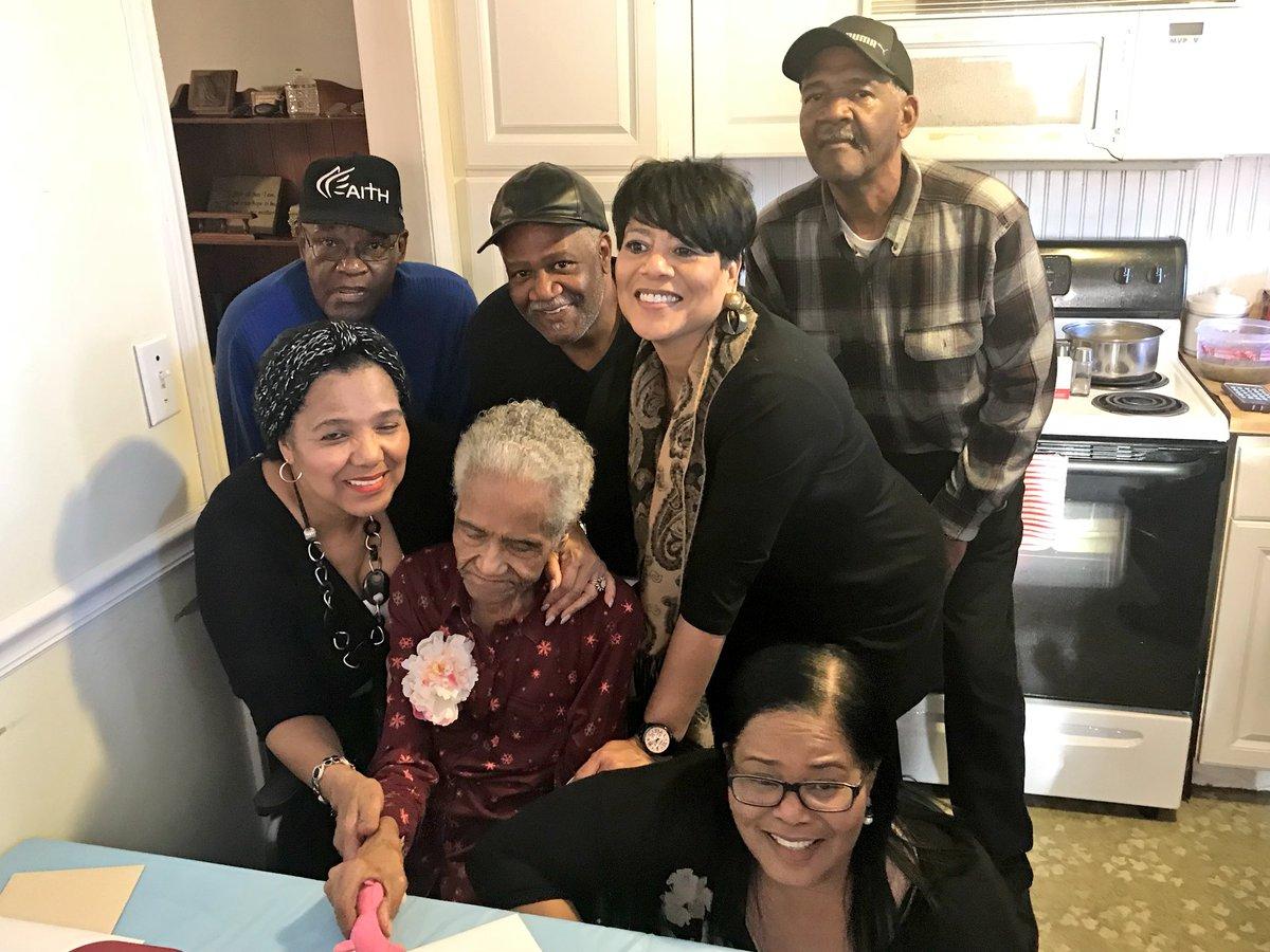 Happy 92nd birthday Grandma 💕