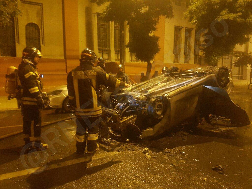 RT @RNEValparaiso #valpo Retamo e Independencia. Colisión con incendio y volcamiento @biobio @reddeemergencia