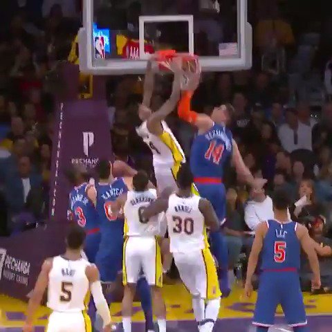 Jordan Clarkson dishes off the no 👀 pass to Brandon Ingram for the #AssistOfTheNight!  #LakeShow https://t.co/SzPYDJL0LB