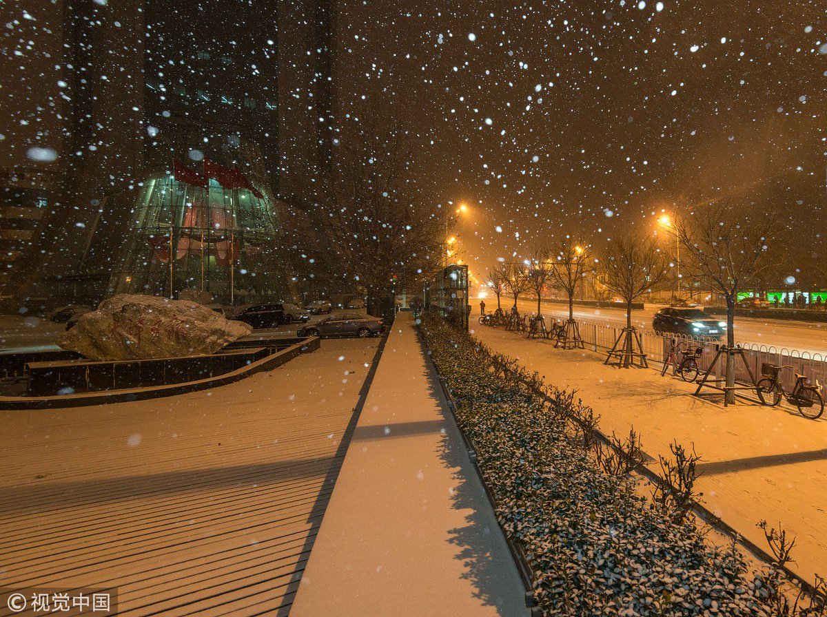 North #China's coastal city of Tianjin sees the long-awaited first snowfall of the season on Sunday night