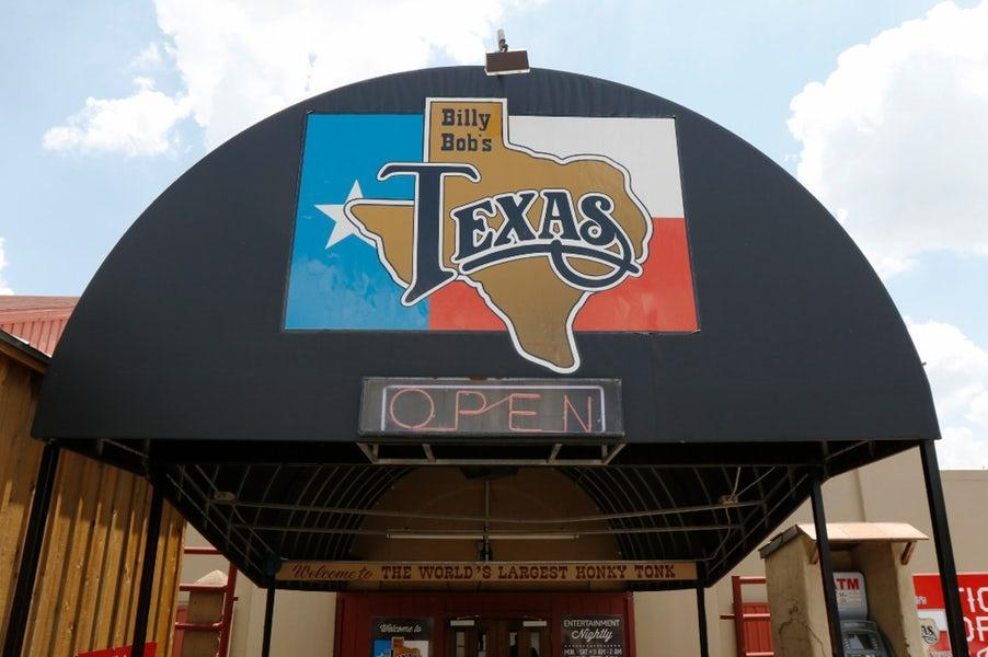 Billy Bob's Texas will give you concert tickets if you donate to their coat drive https://t.co/OVOwa4BBFk