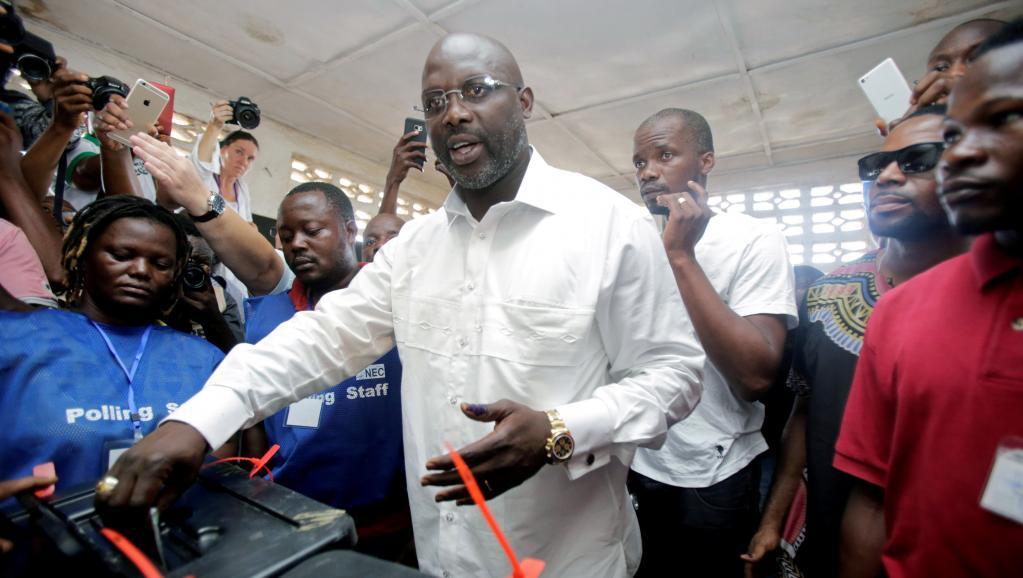 George Weah investi président du Liberia https://t.co/wulVGUV0xK