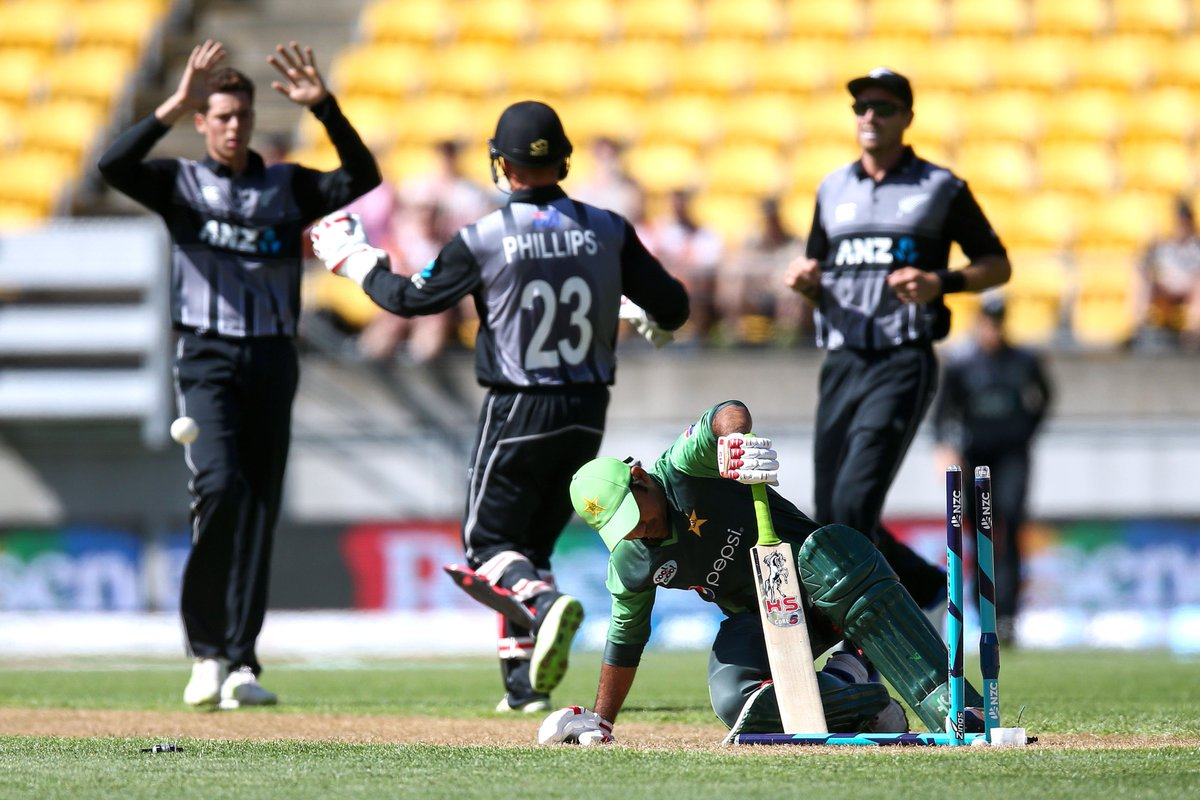 Pakistan's batsmen fail to find their footing in Wellington, struggling to 105 with Babar Azam's 41 and Hassan Ali's 23 the only significant contributions. Will it be an easy chase for the Blackcaps to take a 1-0 lead?   #NZvPAK LIVE ➡️ https://t.co/mFZt40t02m