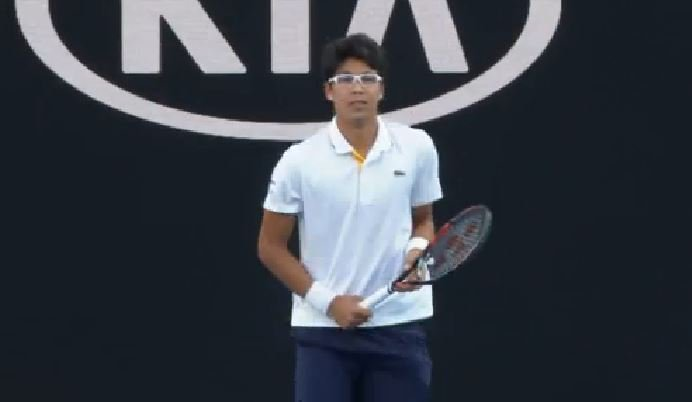 Here we go! Can Next Gen champion Hyeon #Chung cause an upset against six-time champ #Djokovic on RLA? It's LIVE NOW!  Preview: https://t.co/7OYnGJciMB