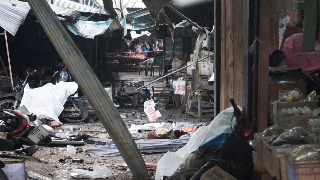 Three dead as busy market struck by bomb in southern #Thailand https://t.co/jUdXCtdra3