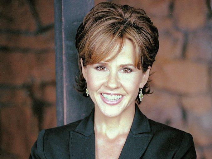 Happy birthday, Linda Blair! She\s scary pretty!