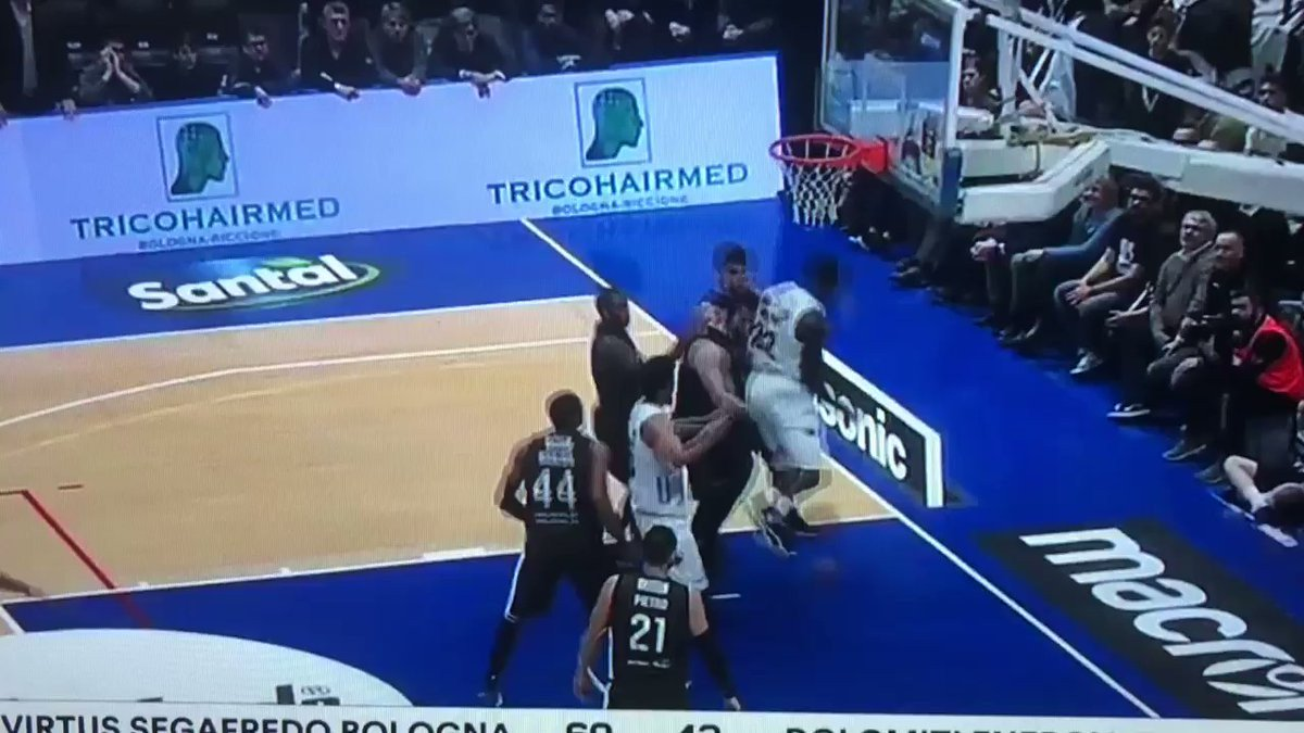 Che botte tra Alessandro Gentile e Jorge Gutierrez in Virtus Bologna-Dolomiti ... - https://t.co/zdn10XToGh #blogsicilianotizie #todaysport