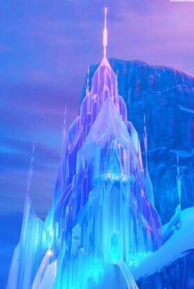 【教会豆知識】  「アナと雪の女王」でエルサが住む城のモデルは、ノルウェーにあるスターヴ教会  ノルウェーのオップラン県のレインリ村にあり、スターヴとは木造という意味  #アナと雪の女王 #雪 #大雪警報 #雪だるま #雪の影響