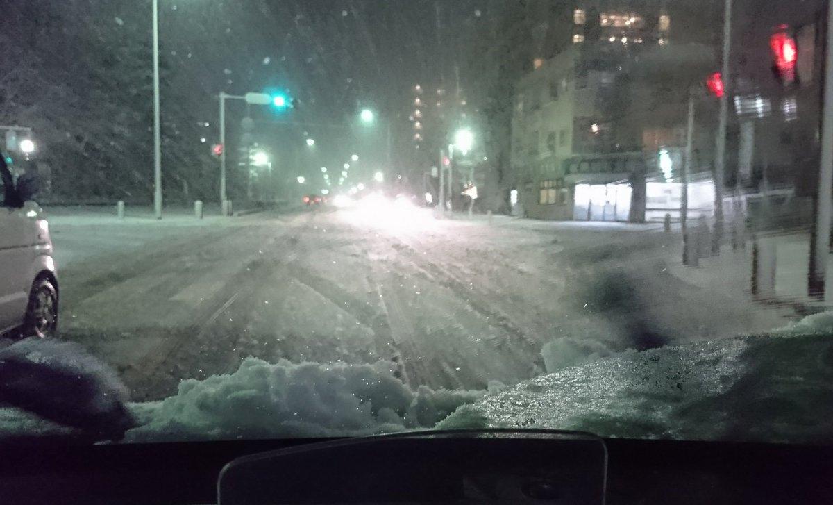 RT @Shinozaki9: まさか、こんなに降るなんて❄️😓❄️💦💦 海岸も頭も真っ白💦  安心してください! スタッドレス、 履いてますよ~😁👍✨  #雪景色 #海 #DUNLOPWINTERMAX https://t.co/o3wxc9jYzg
