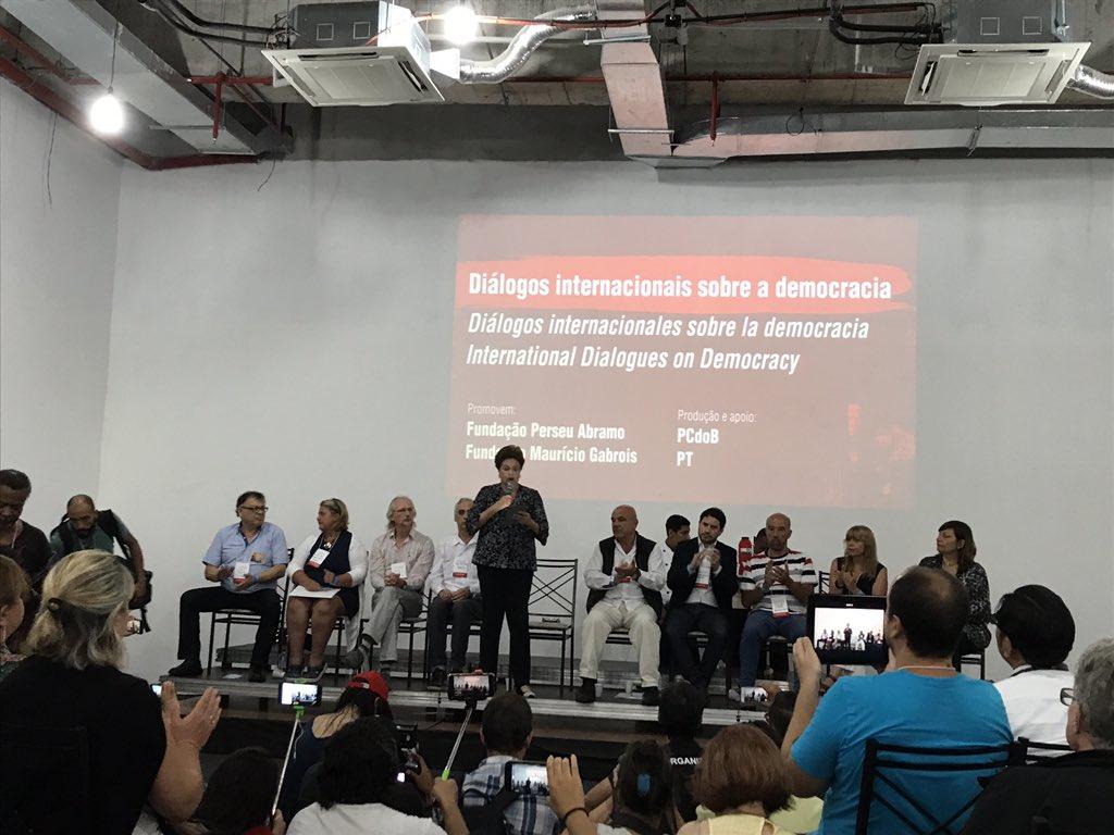 Nossa presidenta @dilmabr Seminário Internacional pela Democracia - 'Diálogos internacionais sobre a democracia' em POA!