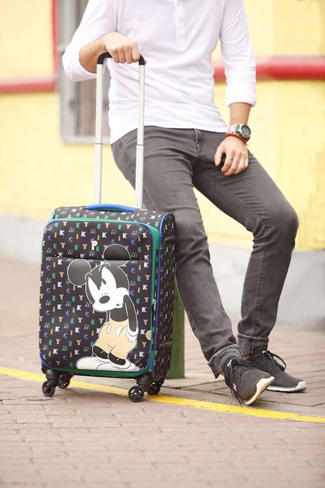 "¡Ya estamos diciembre y tu maleta Porta lo sabe!  Nuestra Maleta Wonderland será tu compañero de viaje: 20"" S/399.90 24"" S/469.90 28"" S/539.90  #Disney #MickeyMouse #Porta #MasQueMochilas https://t.co/PiWtHWTWlt"