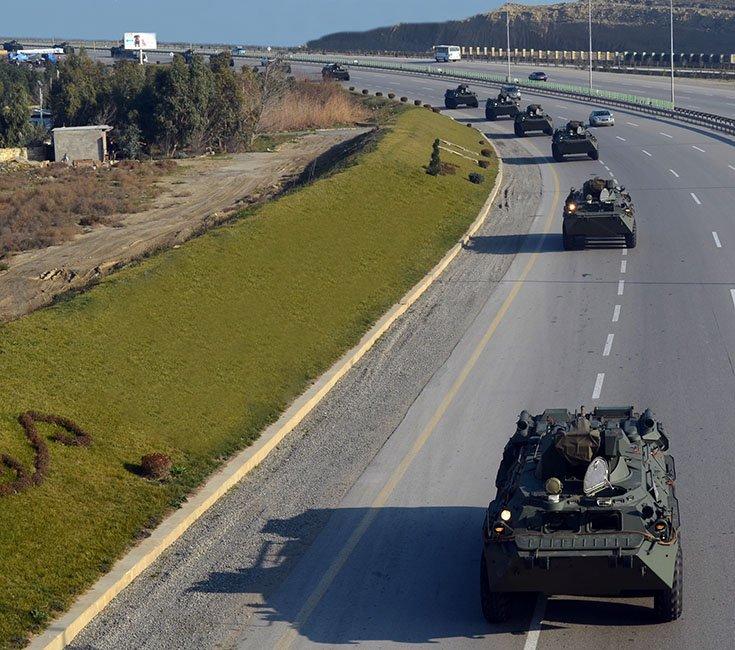 اذربيجان تتسلم كميه من الاسلحه الروسيه  DUJB_LWWsAAjMcJ