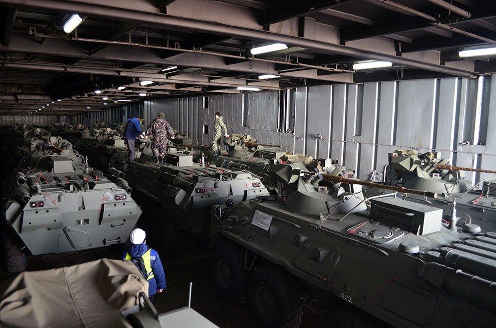 اذربيجان تتسلم كميه من الاسلحه الروسيه  DUJB_LlX4AUtYkv