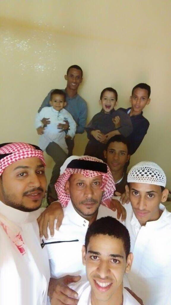 RT @m_almawasi: آخر صورة تجمع  #سامي_النعمي بعدد من أبنائه المتوفين في الحادث المأساوي في #الكدمي #صبيا  . https://t.co/Qp9oUgA4cE