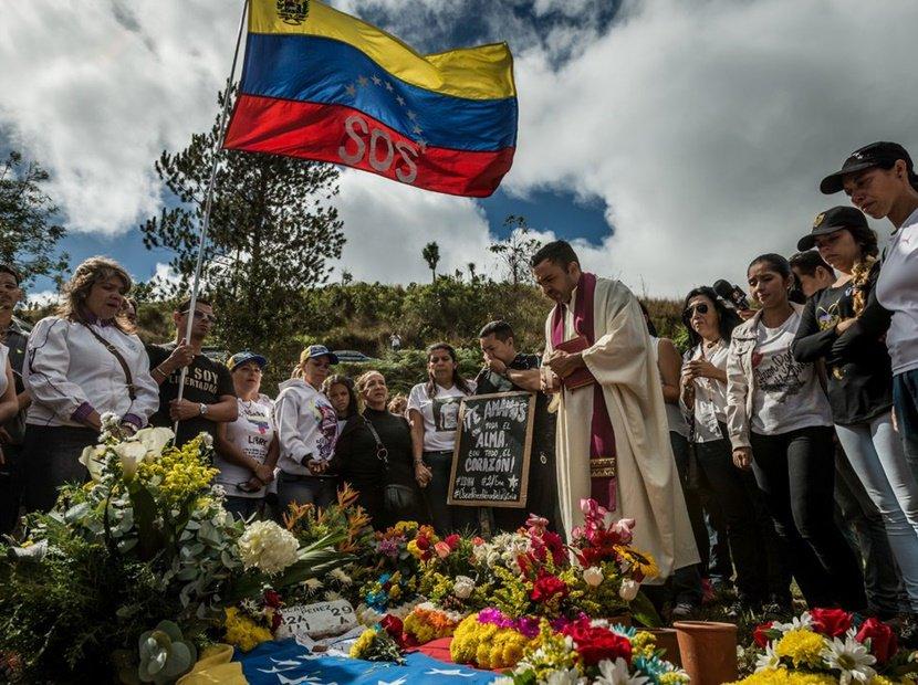 Lo que reveló Óscar Pérez a The New York Times sobre el tráfico de drogas en Venezuela https://t.co/h7F0T0T3Bd  https://t.co/Yn1n8Z9Flf