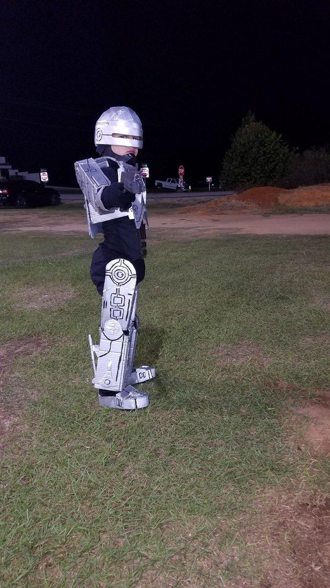 The Rpf On Twitter Robocop Cardboard Halloween Costume Made By