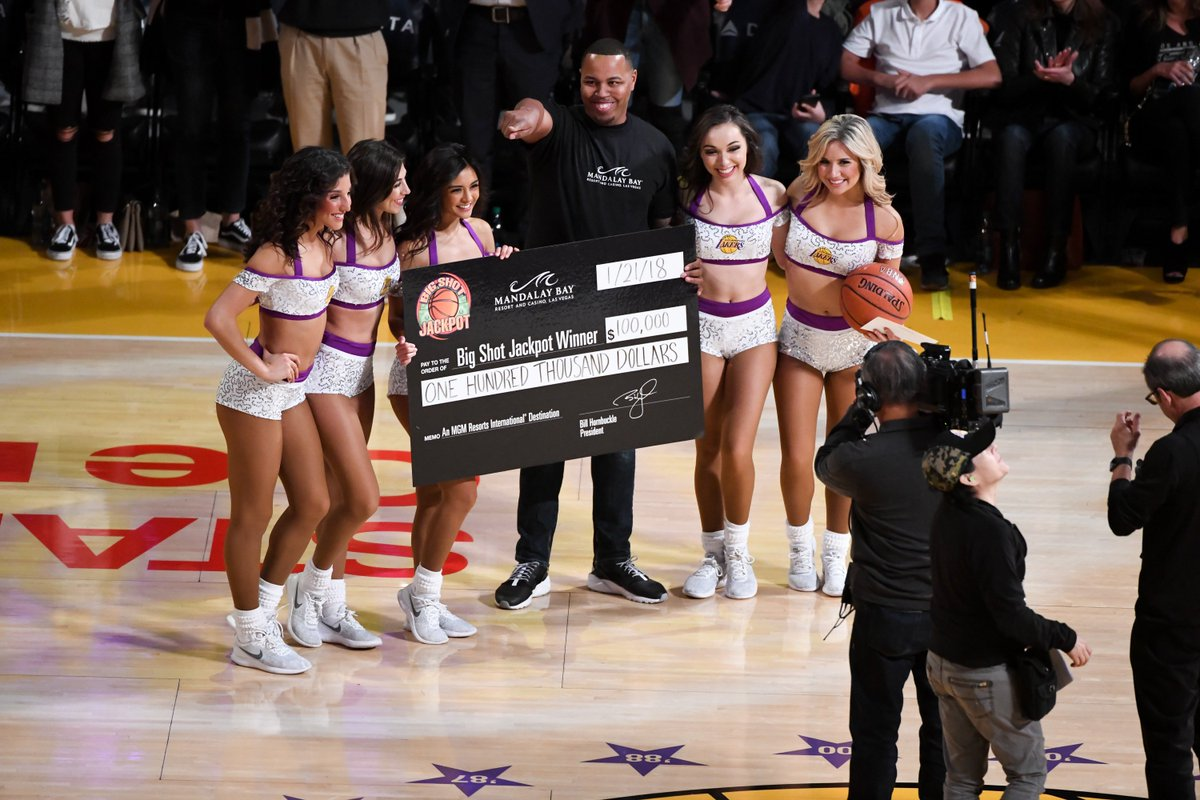 """'Asked if he called 'bank,' Strong replied, 'Why would I do that? I called money.'"""" Meet the Lakers fan (and bounty hunter) who won $100,000 with a half-court bank shot: https://t.co/mi9Ai0Z5kq"""