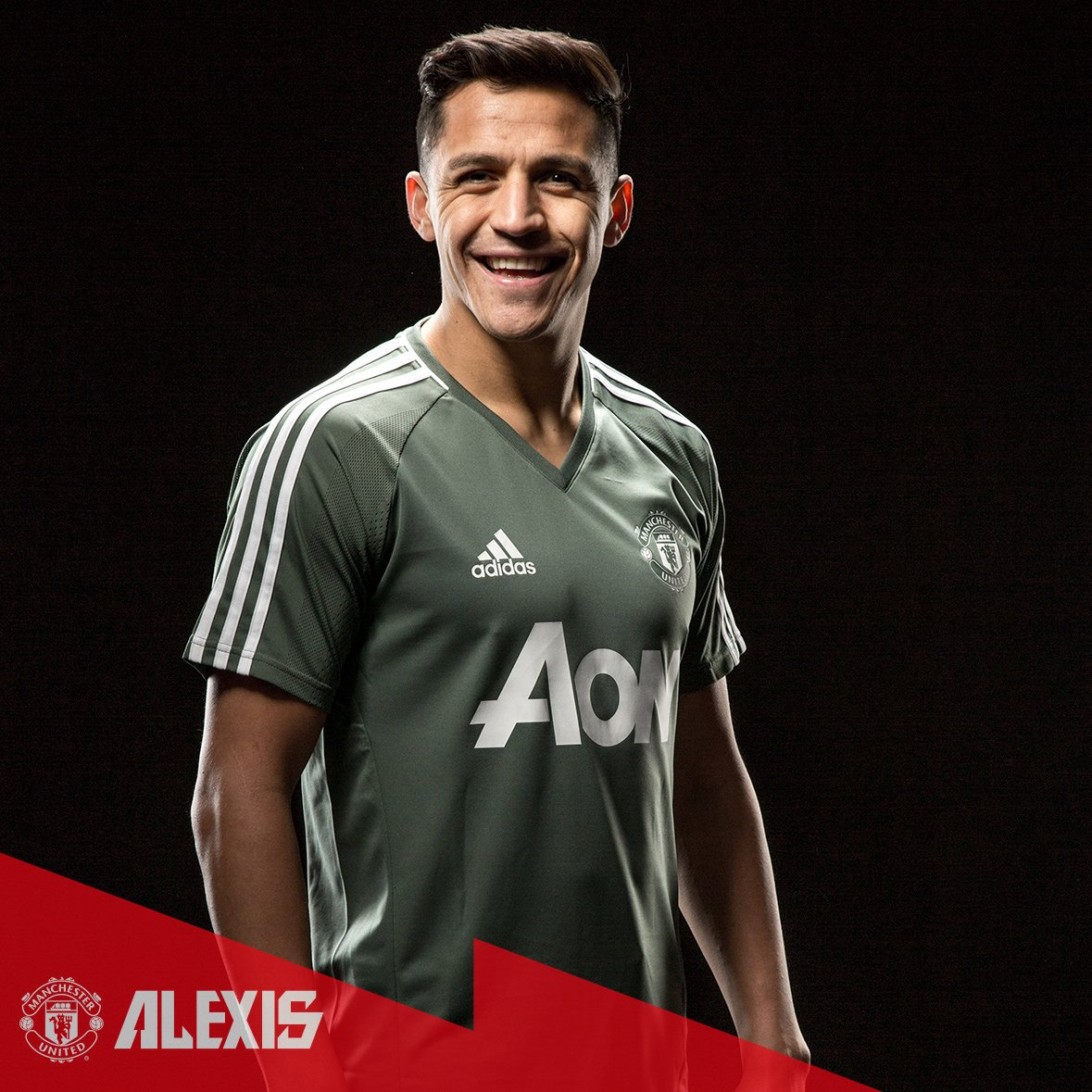 RT @ManUtd: A natural on the pitch AND in front of the cameras! 📸#Alexis7 https://t.co/xRprFt6YAQ