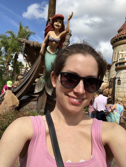 Having so much fun at Disney 😁👸🏻 https://t.co/SV5SQPk3Hh