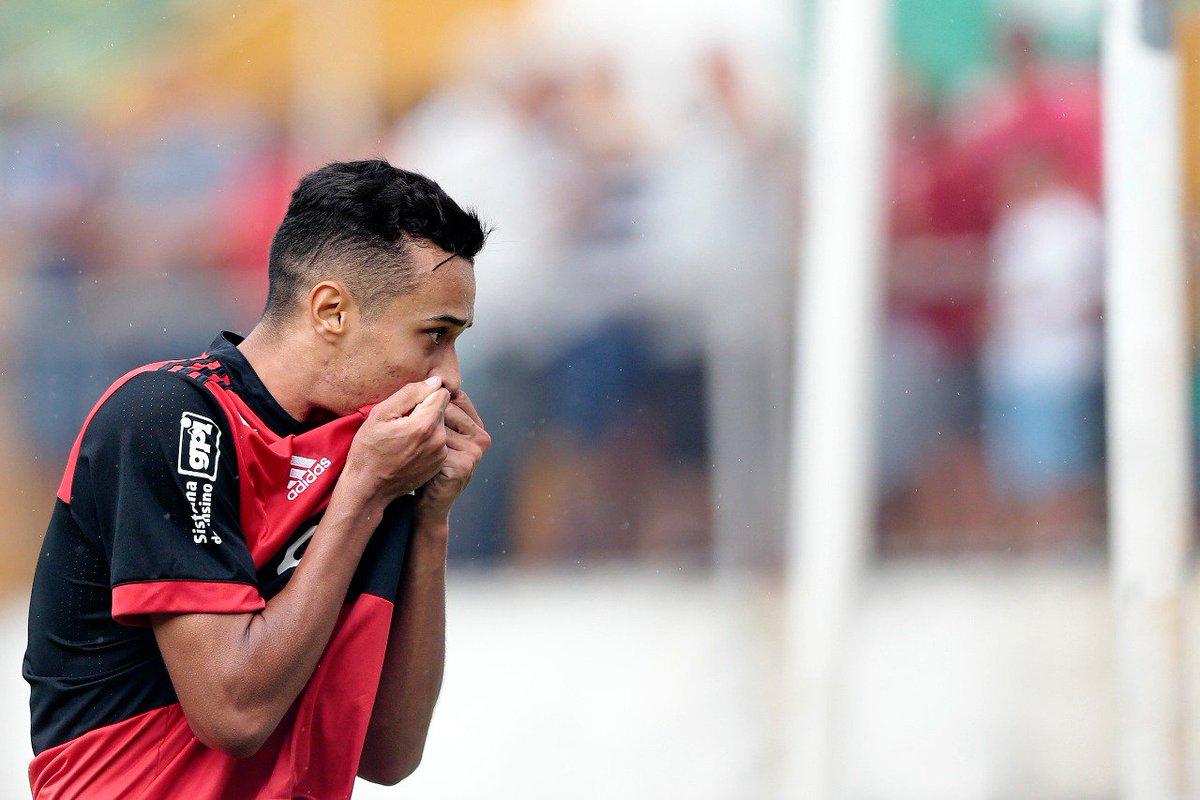 ESTAMOS NA FINAL DA COPA SÃO PAULO! Com gols de Luiz Henrique (duas vezes) e Vitor Gabriel, batemos a Portuguesa por 3 a 2! Vamos em busca do tetracampeonato no Pacaembu! Vamos, #GarotosDoNinho! ISSO AQUI É FLAMENGO!