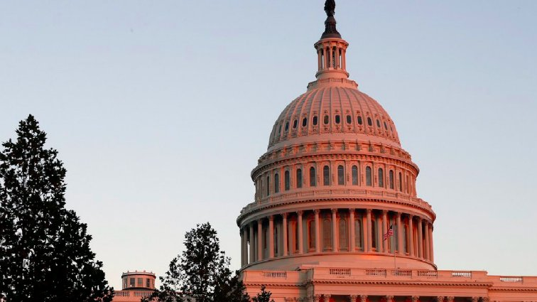 #BREAKING: Senate votes to end the shutdown, sends spending bill to the House https://t.co/9aglGatQKQ