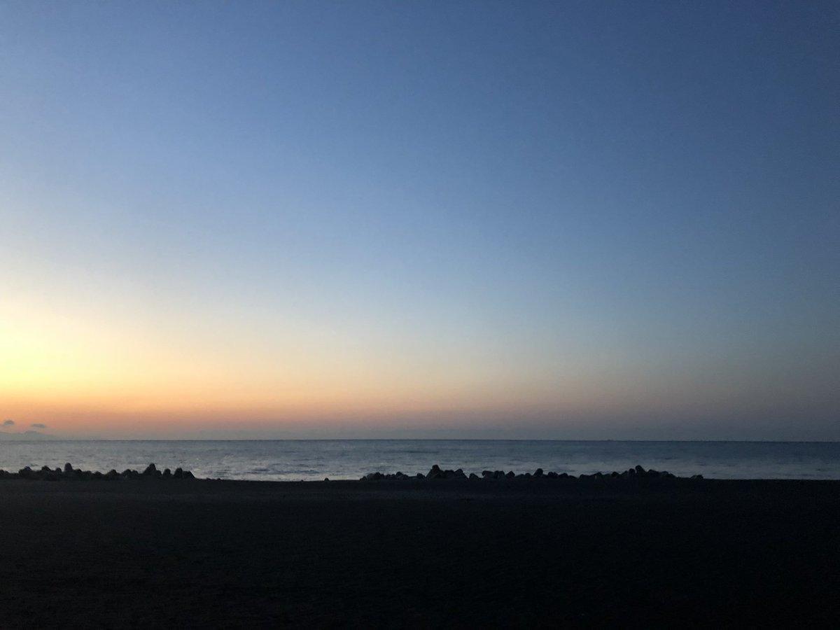 RT @zu_yu0170203: #イマソラ #海 #日の出前 いい天気だな〜♪( ´θ`)高速は大丈夫かな🤔静岡市、4°C、晴れ、寒くわないかな〜。 https://t.co/r9C4wNjmSY