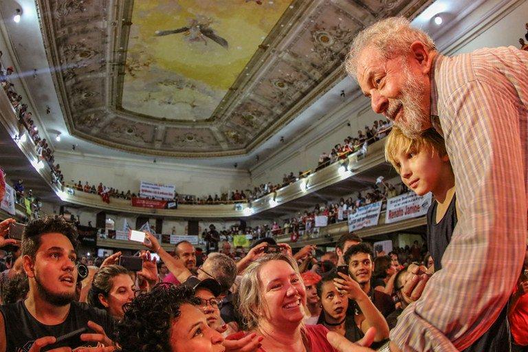 O povo quer Lula na eleição, hoje o candidato em quem pretendem votar milhões de pessoas. #CartaOpinião https://t.co/ccyzwoC63b
