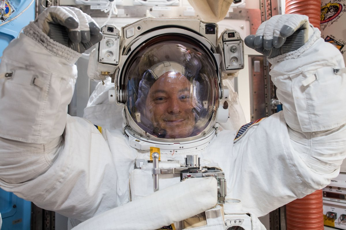 Live now on @NASA TV, spacewalkers @Astro_Sabot and @Astro_Maker are working outside the station to swap a robotic hand on the Canadarm2. https://t.co/yuOTrYN8CV