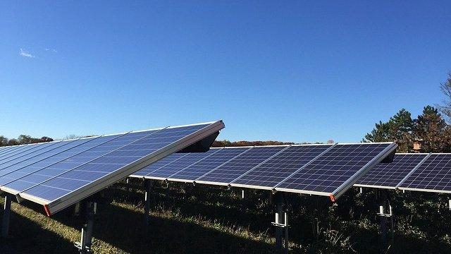 Trump slaps tariffs on foreign solar cells and washing machines https://t.co/JPoZn8eRPQ