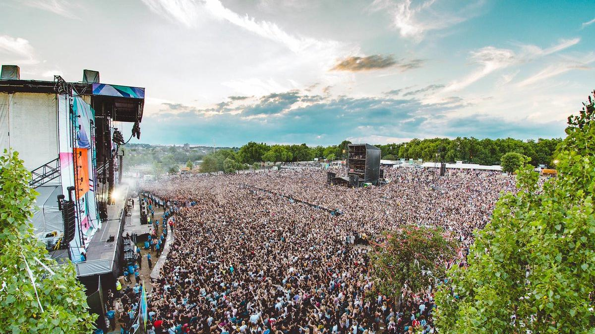 guess how many women are on the wireless festival line-up? https://t.co/e5fC2nbMPS
