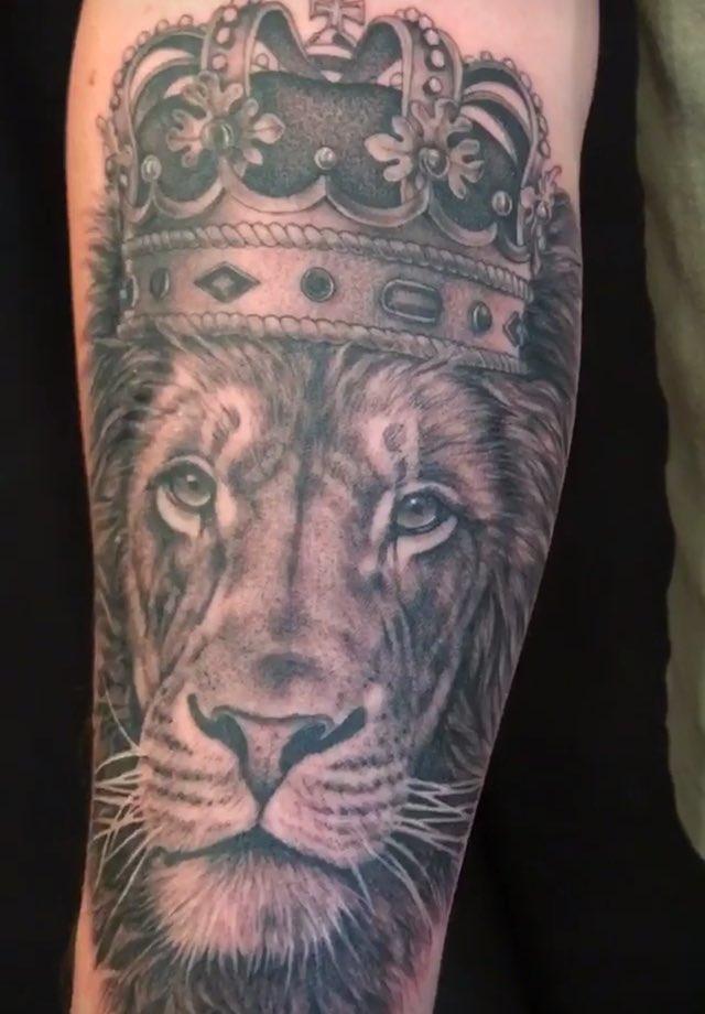 Memoir Tattoo On Twitter King Lion Tattoo By Christina Ramos At