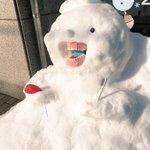 歯医者さんの前にインパクト大な雪だるまw この歯医者さんになら安心して治療してもらえそう!