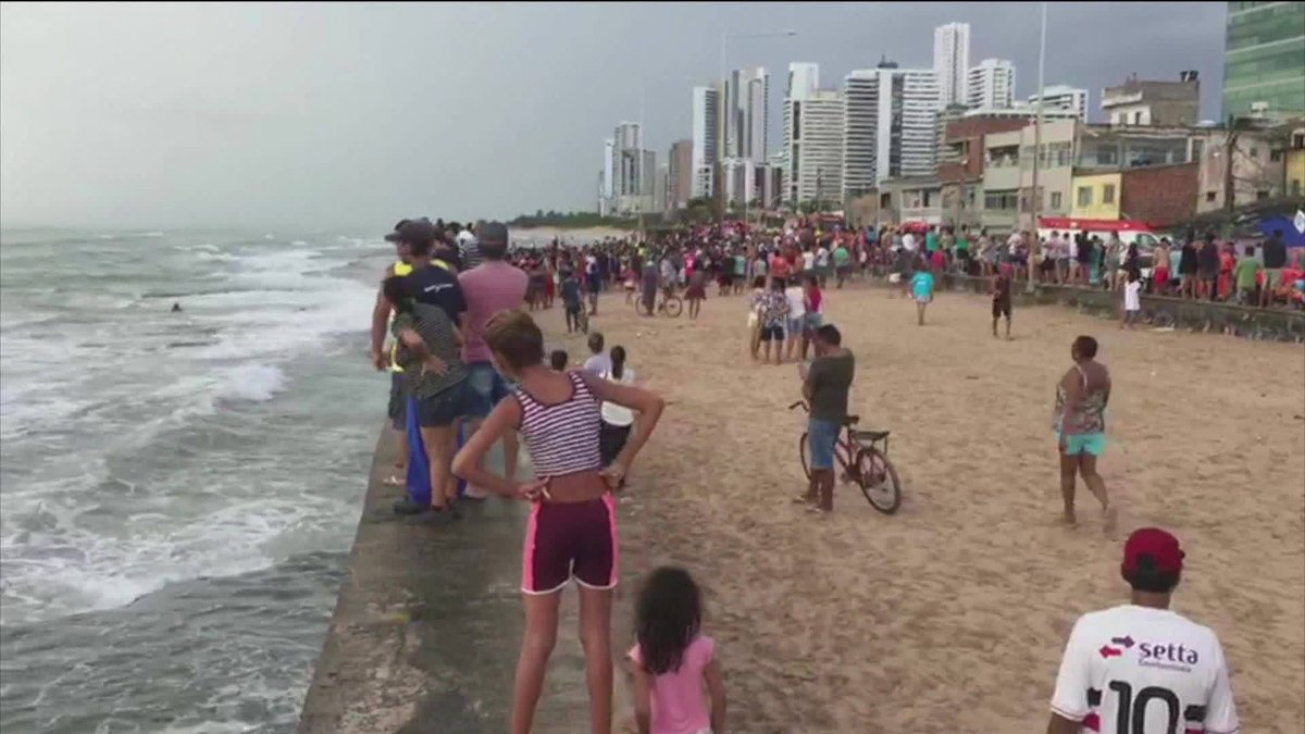 Globocop cai no mar da Zona Sul do Recife: https://t.co/0bjrg1Navf