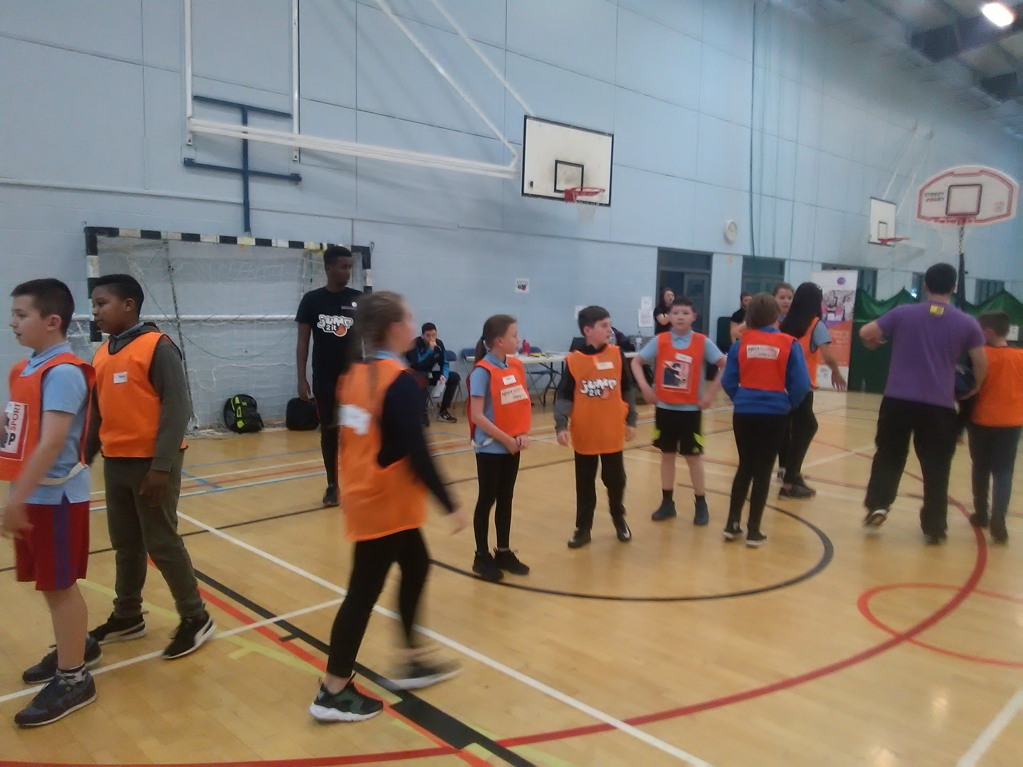Our P7 teams warming up at the @Jump2it_SSF basketball tournament @rocksglasgow @ActiveSchoolsSL https://t.co/vOVBAD5W8z