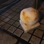 焼き色がいい味出してる!雪で作った焼き餅がこれwww