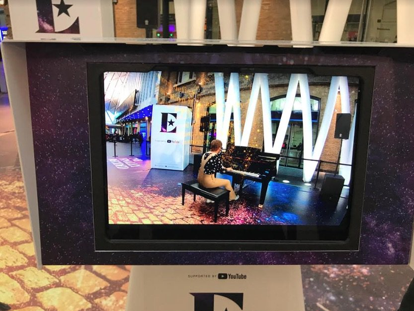 RT @DawBell: Head over to #KingsCross station today to see @eltonofficial🕺 #EltonEvent https://t.co/4lXwZYhkXC