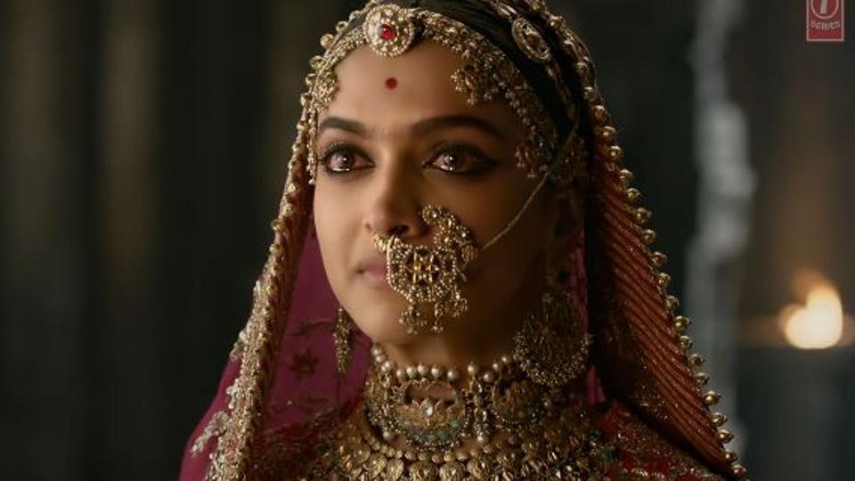 Padmavat review: A fitting tribute or an epic fail? (https://pbs.twimg.com/media/DUOTYiWVAAAvHcd.jpg)