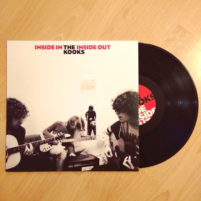 Happy 15th Birthday to this British indie classic by @thekooksmusic 🇬🇧🎁