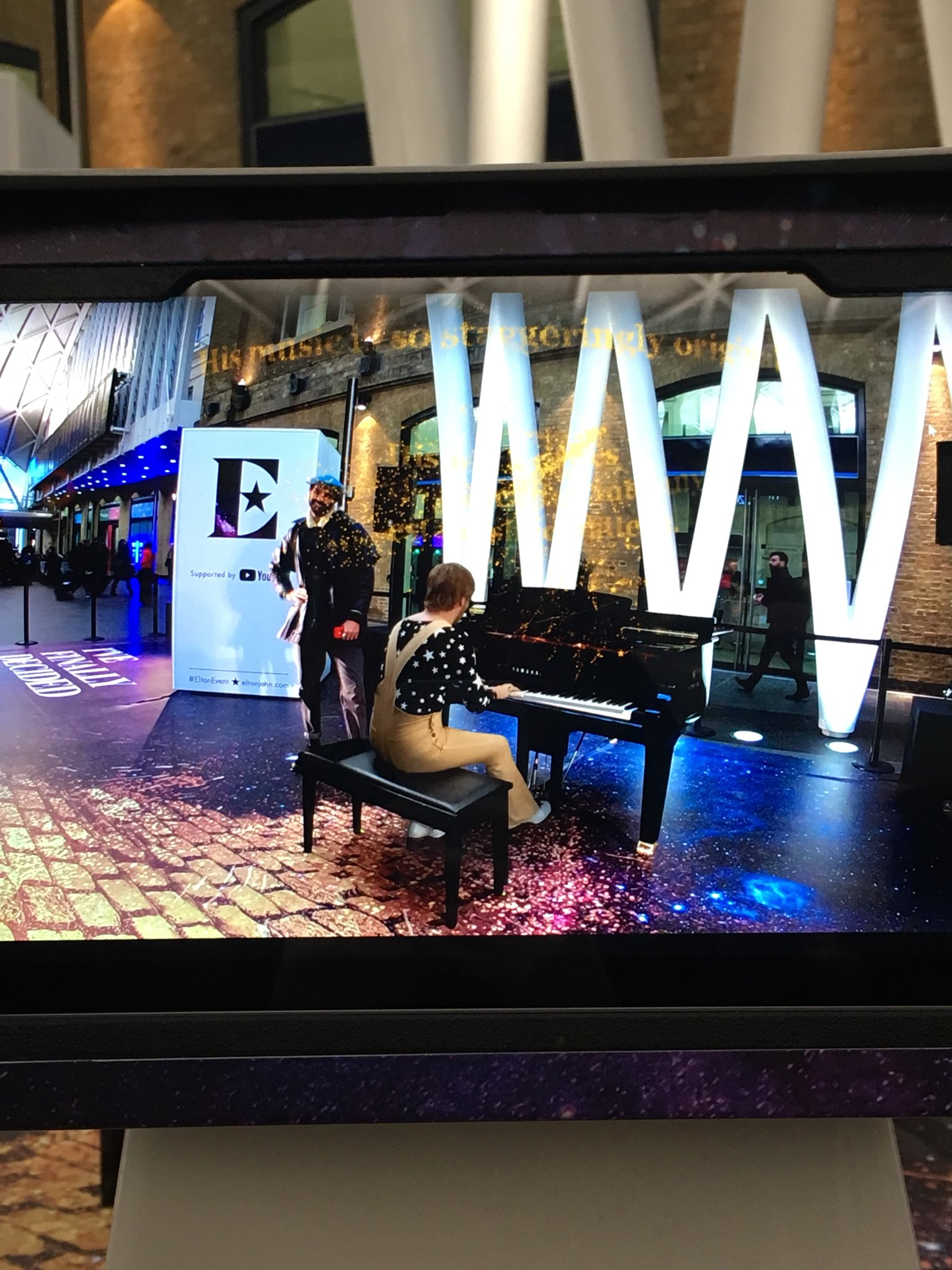 RT @HjalmarssonEmma: We found Elton at Kings Cross! #EltonEvent https://t.co/jHyUsLhWay