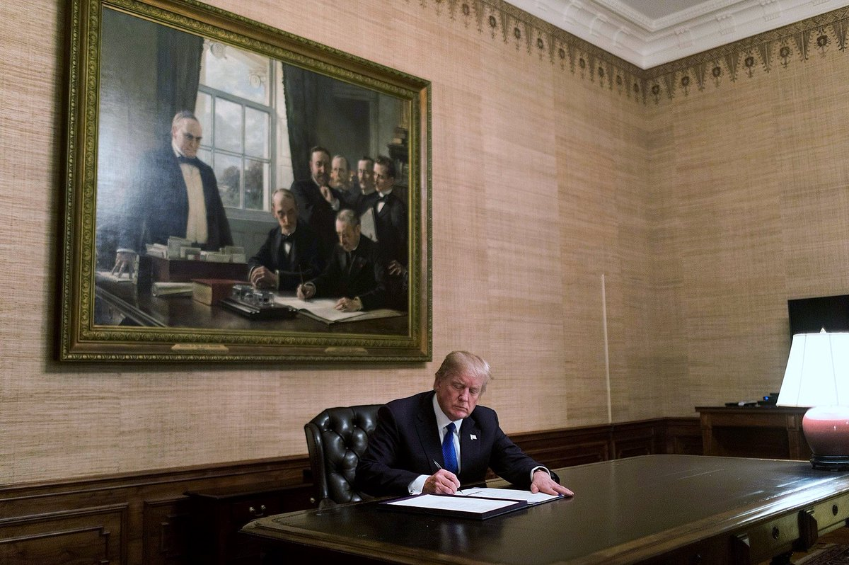 No press coverage last night but WH issued official photo of Pres Trump in the Treaty Room signing short-term funding bill to end Government shutdown. Under portrait of McKinley at signing of Peace Treaty signing with Spain in 1898.