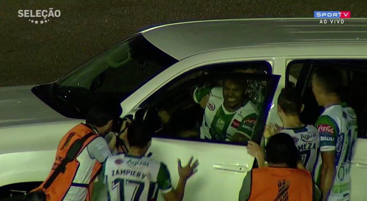 A Libertadores está de volta! E olha a comemoração do gol! 😂😂🚙  #SelecaoSporTV