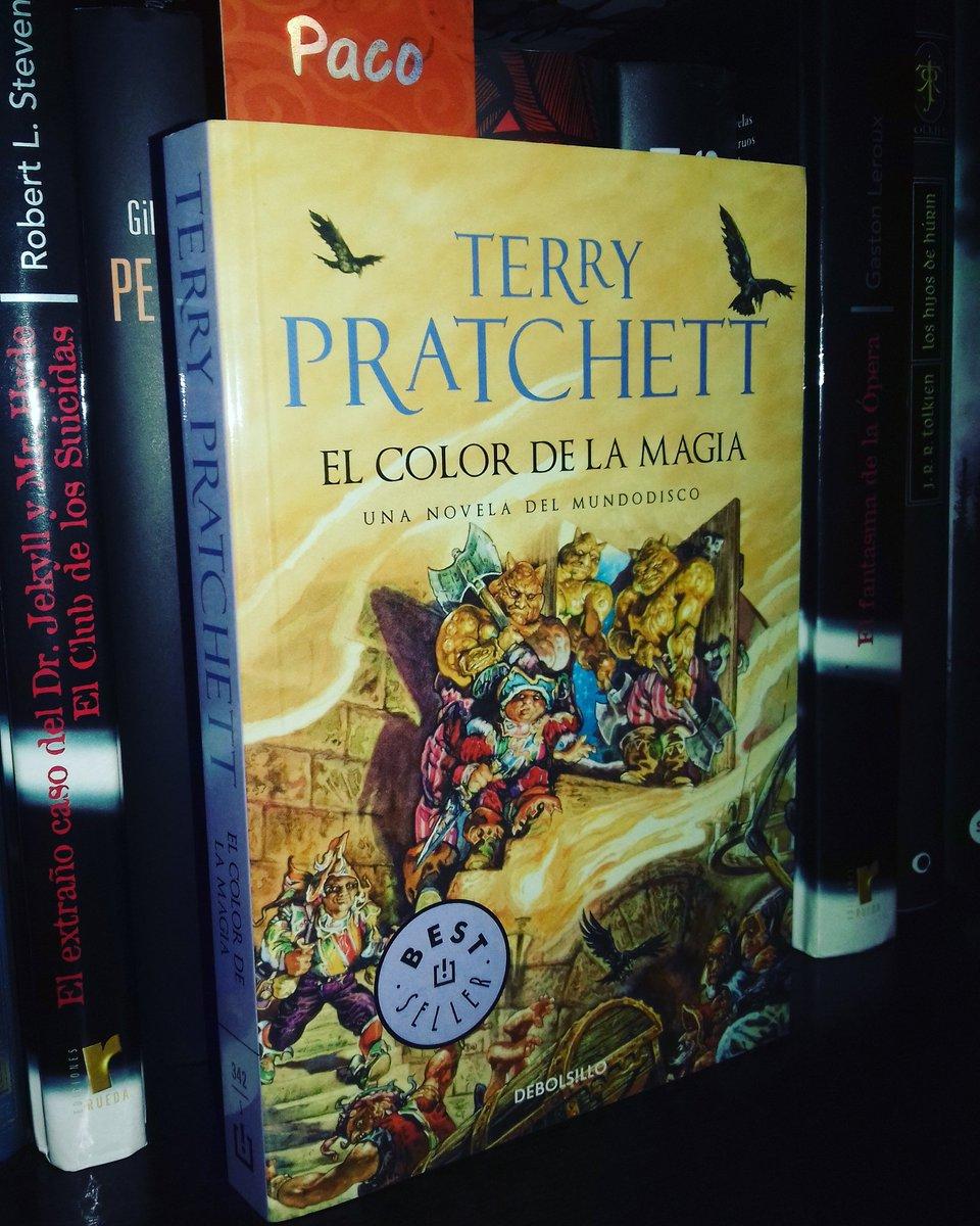 """Paco Garrido on Twitter: """"Por fin he decidido comenzar con la saga de  MUNDODISCO de Terry Pratchett. #01 EL COLOR DE LA MAGIA 📚… """""""