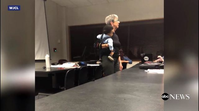 Georgia professor helps student mom, cares for her baby in class: https://t.co/19LXBTb9gn