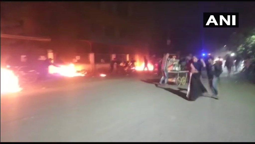 #Gujarat : A mall and adjacent shops vandalised, vehicles torched in protest agains #Padmaavatt  in Ahmedabad's Memnagar. (earlier visuals)