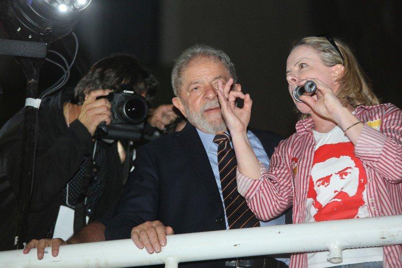 Lula pode ir para a cadeia caso seja condenado nesta quarta-feira pelo TRF https://t.co/ZWTwoau180