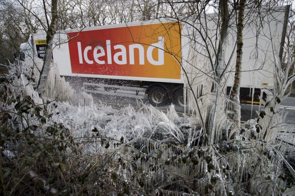 Iceland giving away free pancake ingredients before Shrove Tuesday https://t.co/8yKL4XE2oR