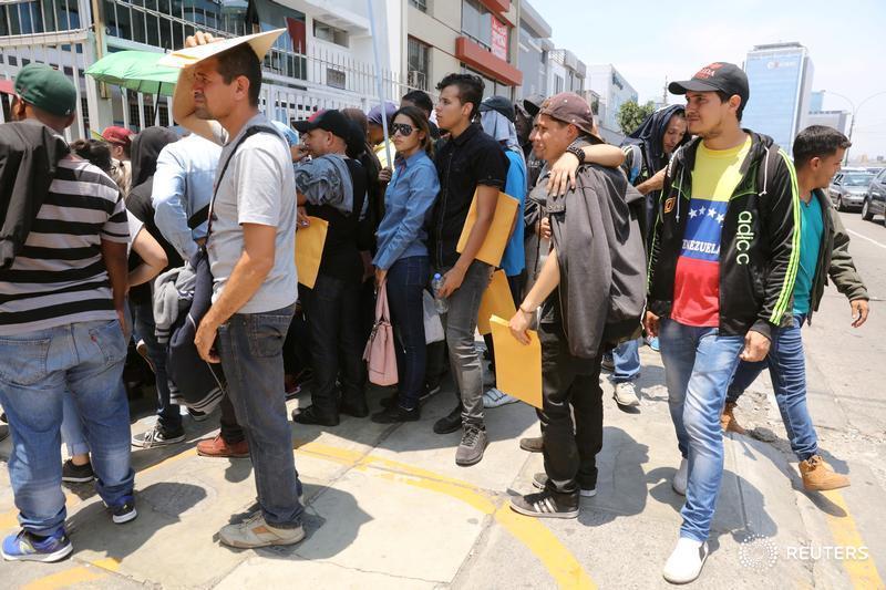 #Peru extiende plazo para que venezolanos obtengan permiso temporal de permanencia  https://t.co/AjYMHAsJQo #Venezuela #Migracion