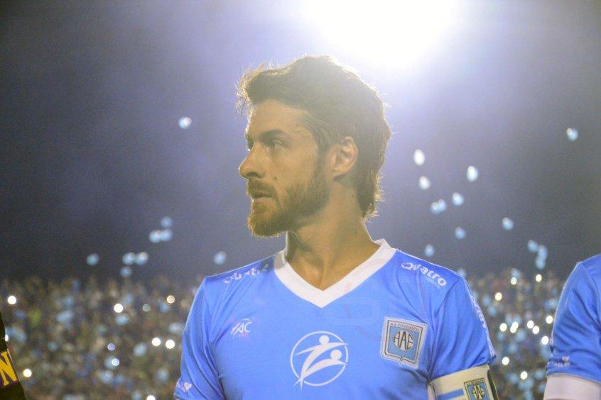 El iluminado: se despide en la Copa Argentina el ídolo de Messi. https://t.co/VEojDW5rxT