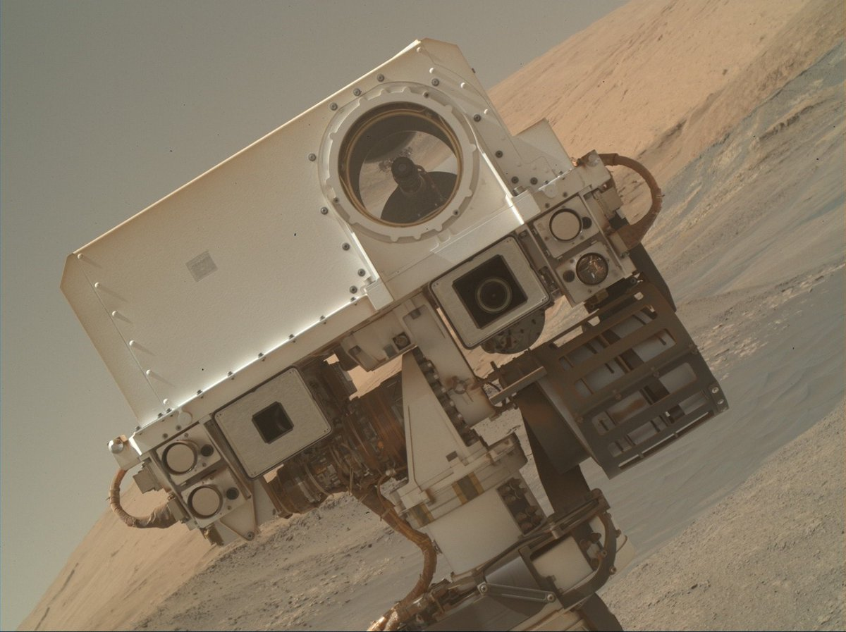 I'm back! Did you miss me? This selfie is part of a fresh batch of images, direct from #Mars. Check out all my raw images at https://t.co/IfEoAnOsP3